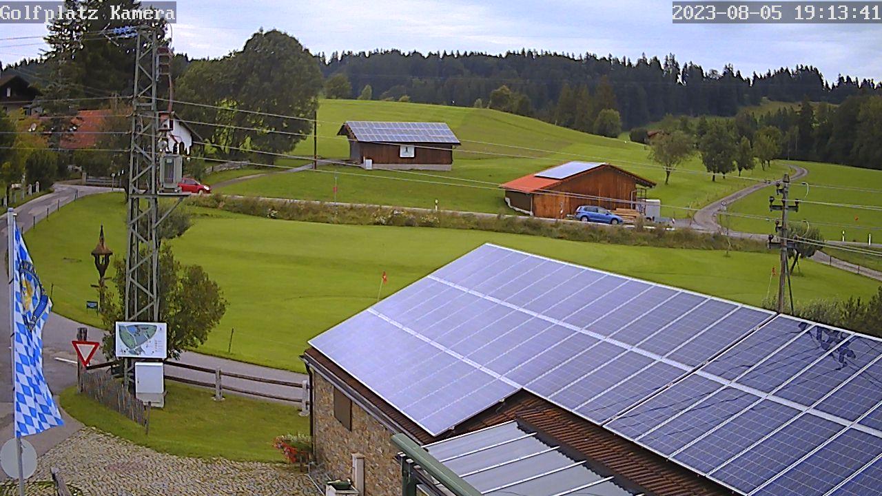 Webcam der Golfanlage Alpenseehof Nesselwang. Aktualisierung alle 60 Sekunden.  Sie zeigt das Putting-Green, die Driving-Range und Bahn 1